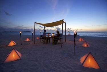 Vous séjournez en amoureux ? Optez pour un dîner en tête à tête sur la plage